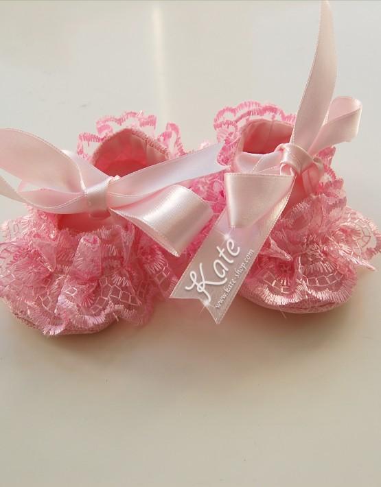 Бебешки пантофки с дантела в цвят