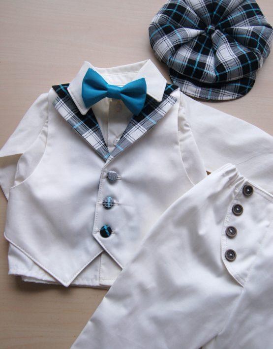 Бял костюм за кръщене със синьо каре