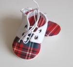 Бебешки буйки за момче шотландско каре-бели