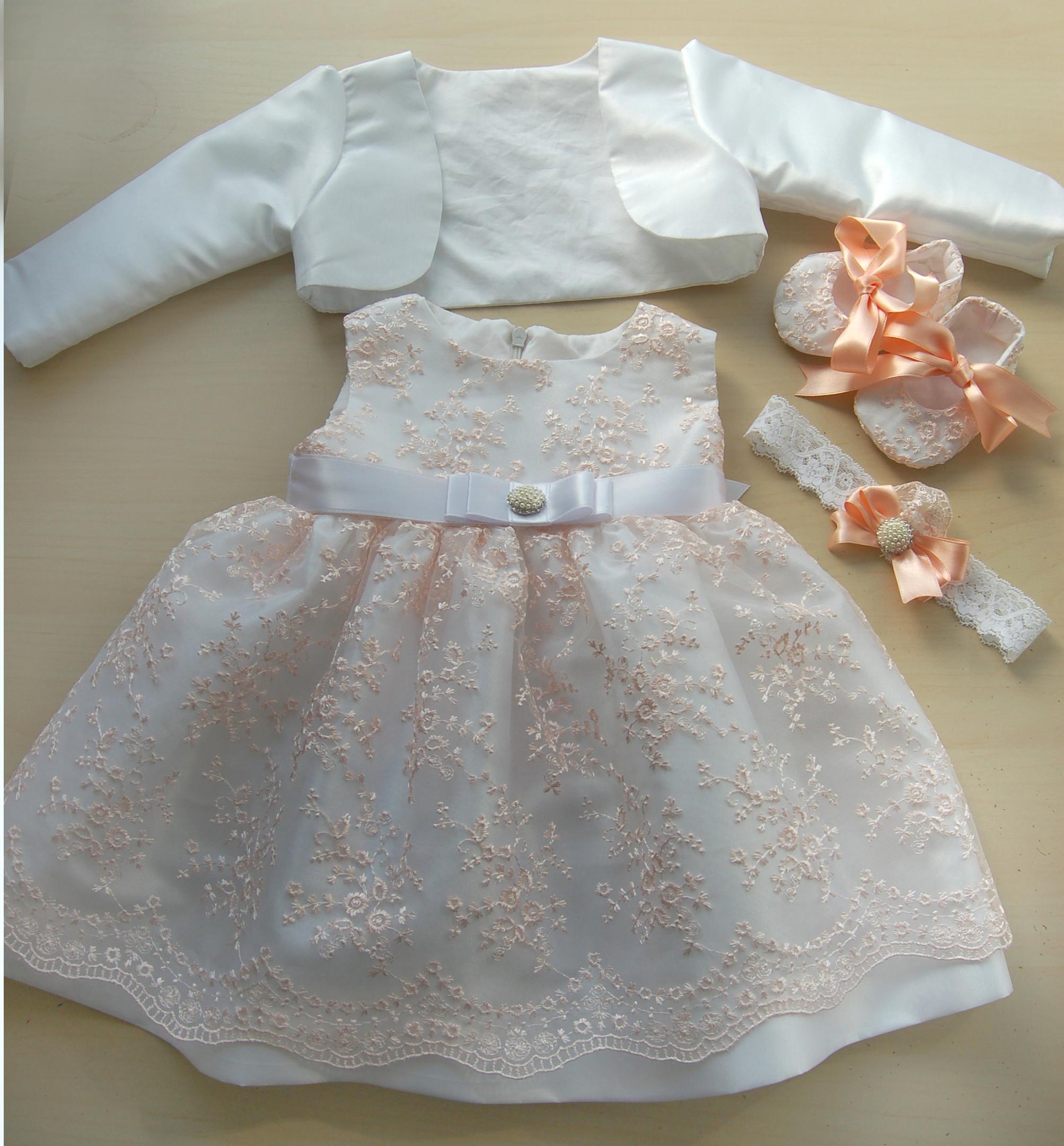 3bda71938f2 Рокля за кръщене в бяло и праскова Детски рокли за кръщене, Официални  детски рокли